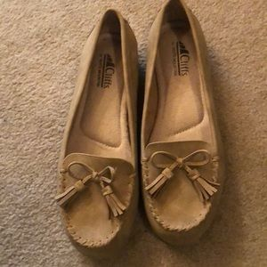 Tan loafers, never worn. White Mountain 8M